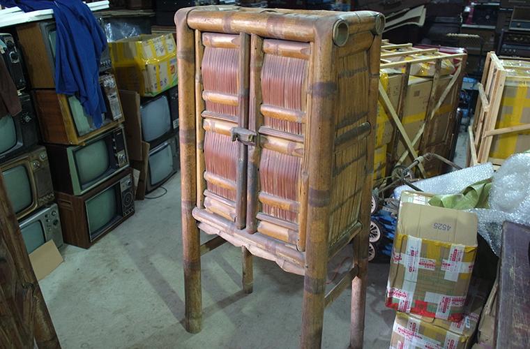 竹のキャビネット
